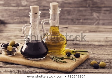 Petróleo vinagre dos botellas mesa botella Foto stock © ivonnewierink