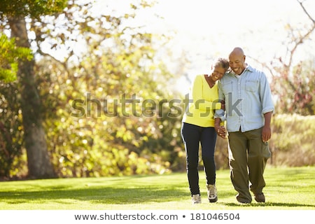 Pareja caminando parque mano flor sonrisa Foto stock © photography33