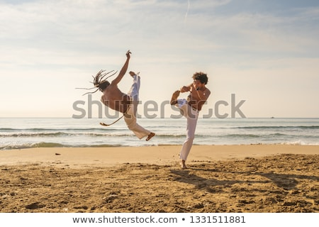 Capoeira wygaśnięcia człowiek sportu tle sylwetka Zdjęcia stock © adrenalina