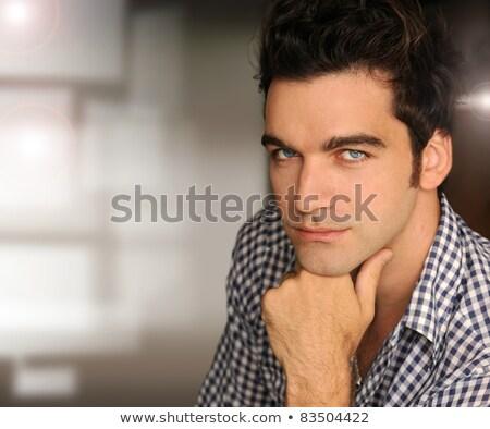 komoly · elmélkedés · fiatalember · kéz · áll · gondolkodik - stock fotó © is2