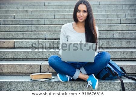 Foto stock: Feliz · mujer · sonriente · estudiante · sesión · escaleras · personas