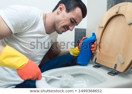 Man beetje schoonmaken toilet borstel werk Stockfoto © Kzenon