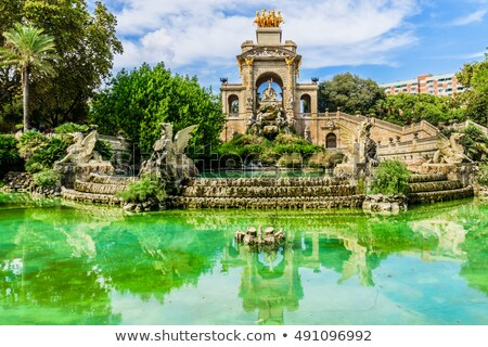 La arco cachoeira fonte Barcelona Espanha Foto stock © ShustrikS