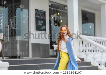красивой молодые девушки шаги здании Сток-фото © ElenaBatkova