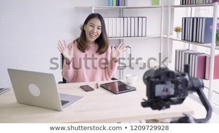 Asiático feminino blogger café vídeo blogging Foto stock © dolgachov