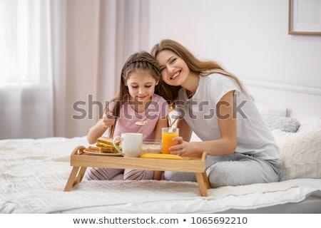pretty · woman · relaks · bed · jedzenie · śniadanie · kobieta - zdjęcia stock © iko