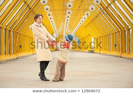 матери сын другой рук пешеходный мост Сток-фото © Paha_L