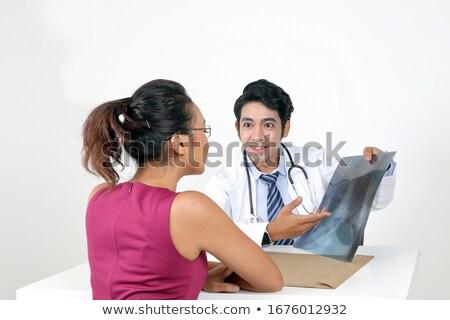 Ravi Homme médecin pointant xray patient Photo stock © wavebreak_media