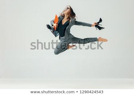 Ekspresyjny elastyczny młoda kobieta zielone dziedzinie niebo Zdjęcia stock © acidgrey