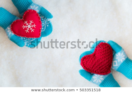 tricoté · laine · bébé · gants · blanche · mains - photo stock © cookelma