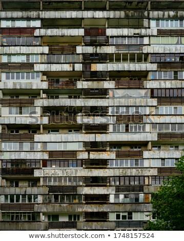 Nyomornegyed homlokzat szennyes akasztás épület város Stock fotó © Klinker
