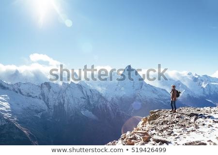 Foto stock: Humanismo · montanha · inverno · neve · andar · sol