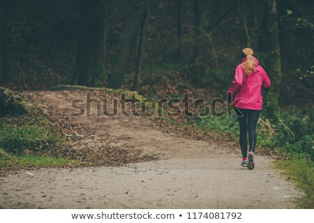Rosa deportes zapatos grava mujer nina Foto stock © ssuaphoto