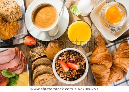 heerlijk · continentaal · ontbijt · vers · croissants · rijp · bessen - stockfoto © Melnyk