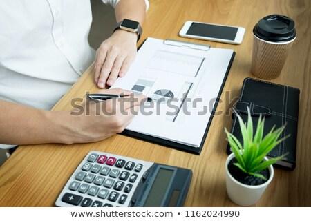 Geschäftsmann · Papierkram · Unterzeichnung · Dokument · Schreibtisch · Büro - stock foto © snowing