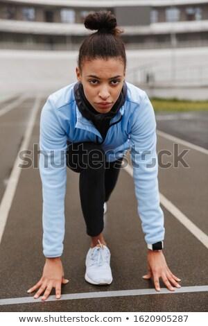 retrato · bela · mulher · pronto · começar · corrida · corpo - foto stock © deandrobot