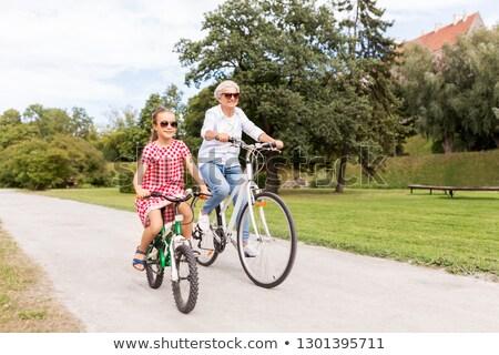 Abuela nieta ciclismo parque familia ocio Foto stock © dolgachov