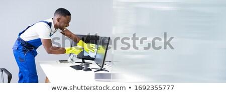Man schoonmaken desktop scherm vod Stockfoto © AndreyPopov