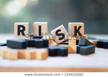 モニタリング 高い リスク 言葉 ブロック 虫眼鏡 ストックフォト © AndreyPopov