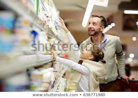 familia · nina · comprar · leche · supermercado · bebé - foto stock © Paha_L