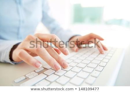 Stockfoto: Vrouwelijke · handen · toetsenbord · paars · nagellak · zwarte