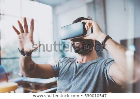 Człowiek faktyczny rzeczywistość zestawu ciemne pokój Zdjęcia stock © deandrobot