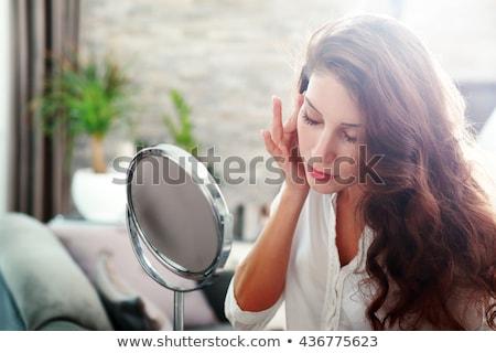 Stockfoto: Aantrekkelijke · vrouw · spiegel · schoonheid · studio · lampen · gelukkig