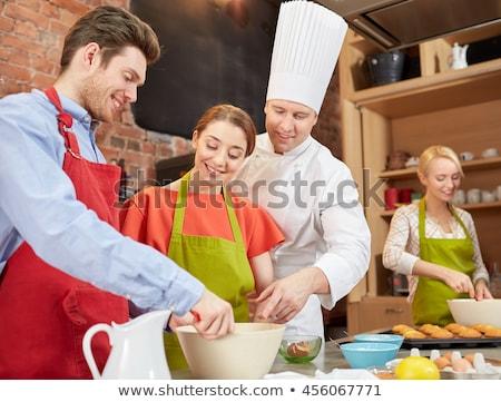 Gelukkig vrienden chef kok keuken Stockfoto © dolgachov