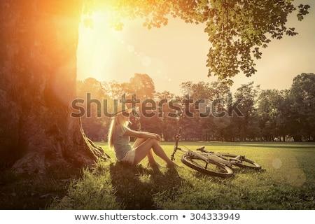 mulher · sentar-se · grama · sorrir · cara · sol - foto stock © Paha_L