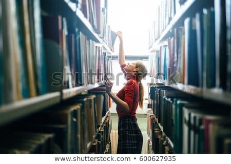 Leitura biblioteca jovem faculdade homem Foto stock © ArenaCreative