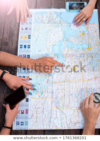 Turísticos familia consulta mapa blanco hombre Foto stock © wavebreak_media