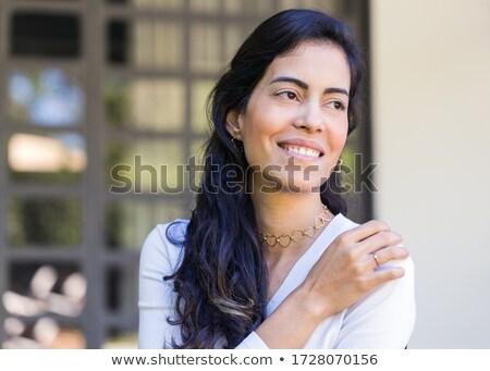 vrouw · jong · meisje · vergadering · patio · glimlachende · vrouw · glimlachend - stockfoto © dash