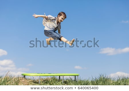 sautant · trampoline · souriant · fille · Aller - photo stock © monkey_business