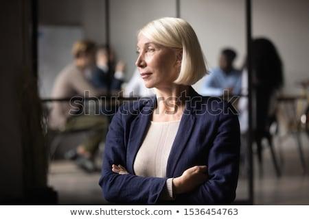 Mujer de negocios pensando inicio proyecto hoja Foto stock © robuart