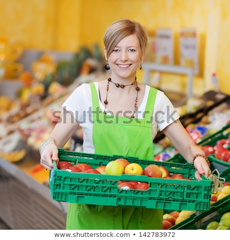 femme · supermarché · magasin · assistant · légumes · plateau - photo stock © kzenon