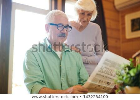 człowiek · gazety · posiedzenia · parku · kawy · lata - zdjęcia stock © pressmaster