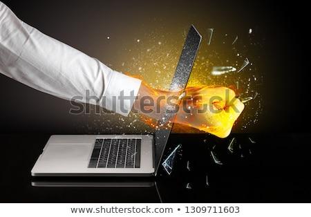手 ノートパソコン 画面 ガラス コンピュータ オフィス ストックフォト © ra2studio