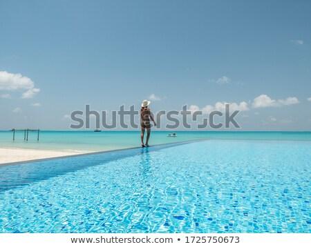 Szczęśliwy kobieta spaceru nieskończoność krawędź basen Zdjęcia stock © dolgachov