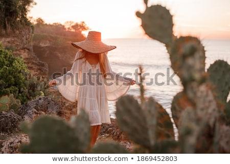 Elegante femenino modelo verde jóvenes sensual Foto stock © dashapetrenko