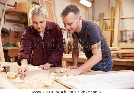 Carpinteiro feminino aprendiz edifício homem construção Foto stock © photography33