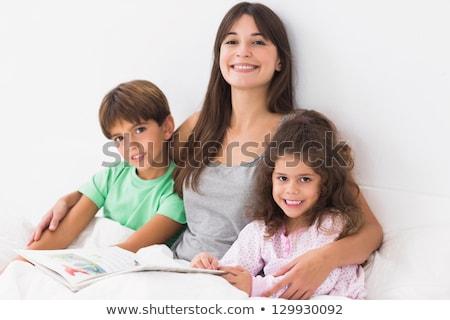 Boldog anya lánygyermek mesekönyv ágy ház Stock fotó © wavebreak_media