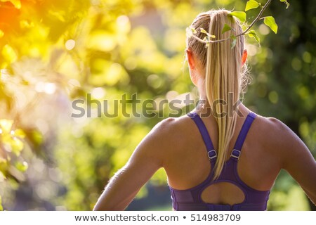 fiatal · nő · nyújtás · fut · kint · nyom · függőleges - stock fotó © sumners