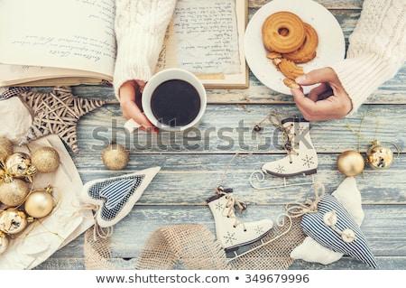Vrouw beker thee cookies boek hout Stockfoto © artjazz