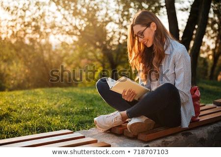 cute · donna · seduta · panchina · parco · lettura - foto d'archivio © deandrobot