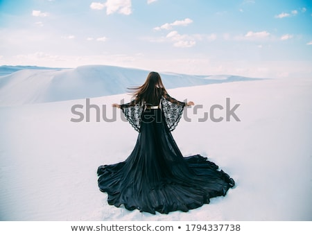 Belle brunette fille permanent dentelle robe Photo stock © svetography