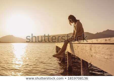 Foto stock: Pensativo · jovem · mulher