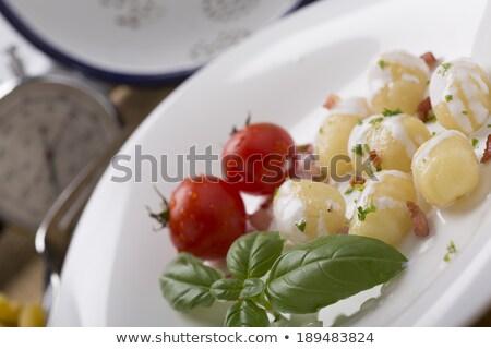 tazón · tocino · tomate · albahaca · aderezo · alimentos - foto stock © monkey_business