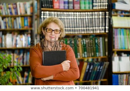 Kobieta książki regały portret Zdjęcia stock © IS2