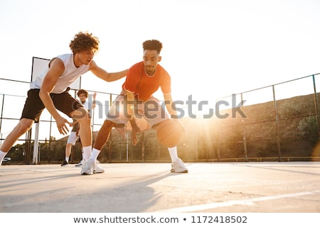 Groep jonge sterke mannen basketbal Stockfoto © deandrobot