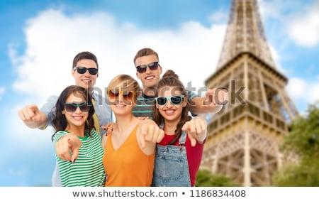 Arkadaşlar işaret Eyfel Kulesi dostluk yaz insanlar Stok fotoğraf © dolgachov
